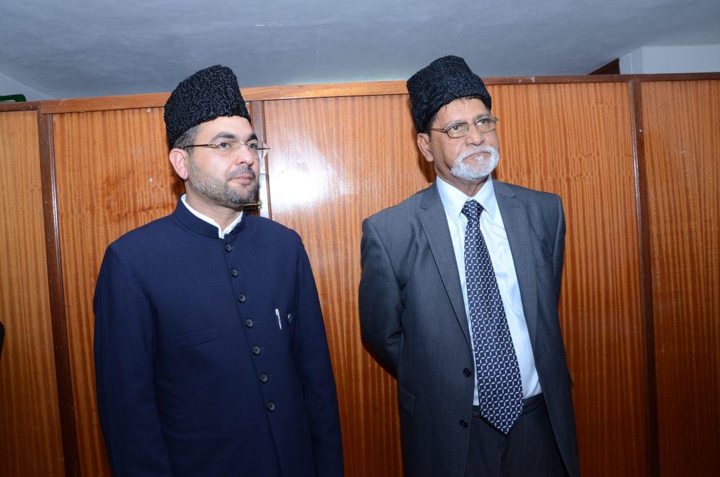 Le Ameer Jama'at Moosa Taujoo et le Missionaire en charge Basharat Naweed
